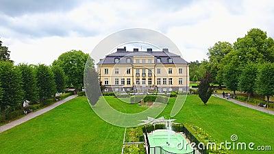 Filmagem de drone para o melhor castelo da suécia, em Estocolmo, com fonte vídeos de arquivo