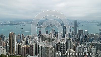 filmiskt zooma 4K ut längd i fot räknat för tidschackningsperiod av Victoria Harbour som tas från maximumet i Hong Kong under mol stock video