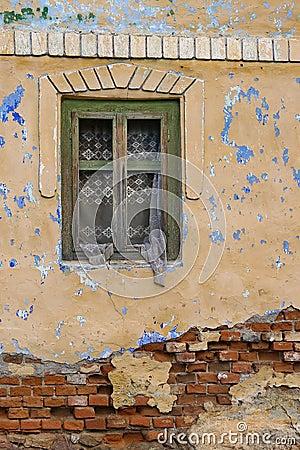 Finestra di vecchia casa fotografia stock immagine 61270351 for Finestra vecchia