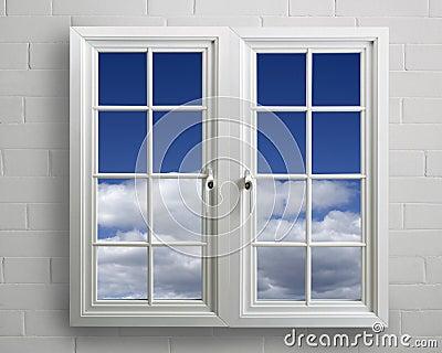 finestra moderna del pvc di bianco con la vista di cielo