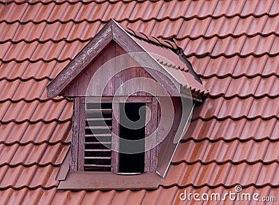 Finestra squint sul tetto immagine stock libera da diritti for Finestra da tetto