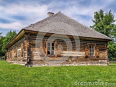 Finestre rustiche fotografia stock immagine 43677757 for Architettura in stile cottage