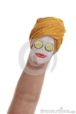Finger, der eine Badekurort-Behandlung hat