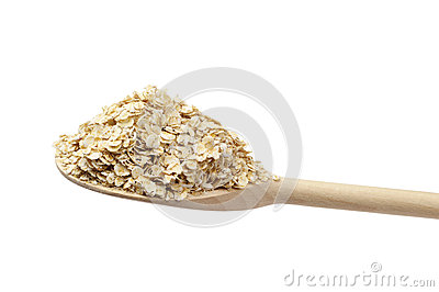 Fiocco di avena sul cucchiaio di legno