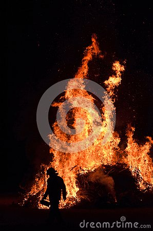 Free Fire Fighter Rescue Worker Night Time Working Wildfire Bushfire Royalty Free Stock Image - 130689566