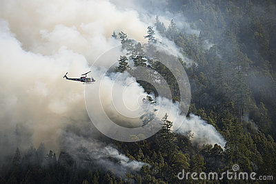 Fire fighters in helicopter observing the Loge Fire, California Editorial Stock Image
