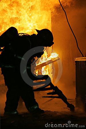 Free Firefighter Inside House Royalty Free Stock Image - 2533466