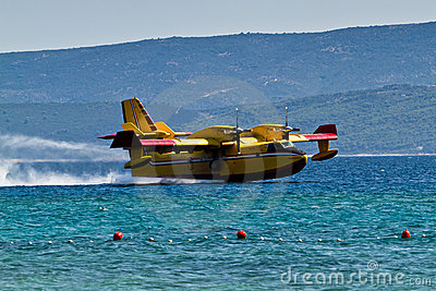 Firefighting aircraft landing for pick up water