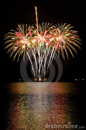 Free Fireworks Royalty Free Stock Photo - 2643035