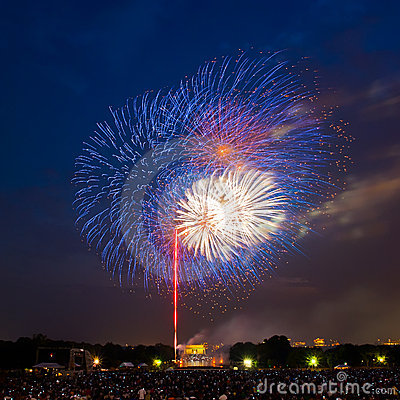 Fireworks over Lincoln Memorial