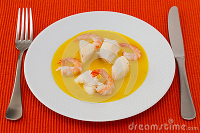 Fish with shrimps in sauce