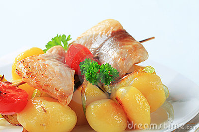 Fish skewer and potatoes