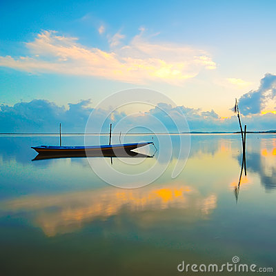 Free Fisherman Boat Parking With Full Reflection During Sunrise Royalty Free Stock Photo - 41917545