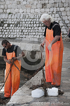 Free Fishermen In The Port Of Dubrovnic In Croatia Europe Royalty Free Stock Photography - 59320877