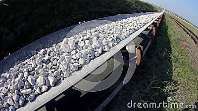 Fisheye van een transportband die stenen vervoeren stock footage video 44972834 - Vervoeren van een trappenhuis ...