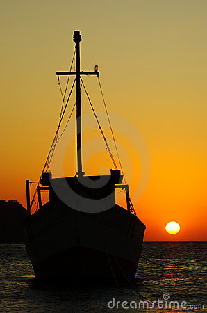 Free Fishing Boat At Sunset Royalty Free Stock Images - 16135249