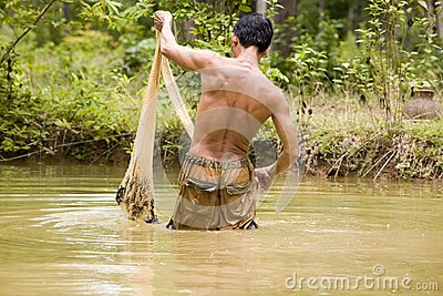 Fishing with a throw net