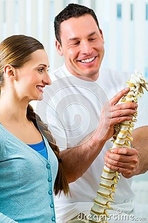 Consejo - paciente en la fisioterapia