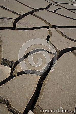 Fissures sur le terrain