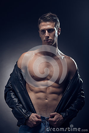 Free Fitness Model Posing, Muscular Abs Chest, Upper Body Shot, One Y Royalty Free Stock Images - 99267389
