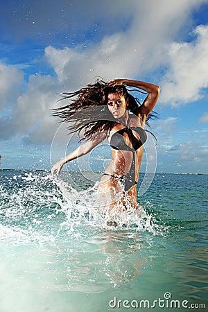 Fitness Model Splashing in Ocean