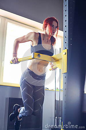 Free Fitness Woman Doing Lifting Up On The Gym Bar Royalty Free Stock Photo - 95556555