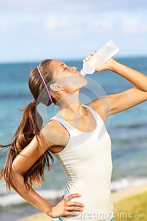 Free Fitness Woman Drinking Water After Beach Running Royalty Free Stock Image - 31969906
