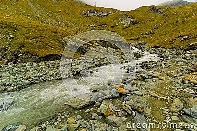 Flöda försiktigt flod
