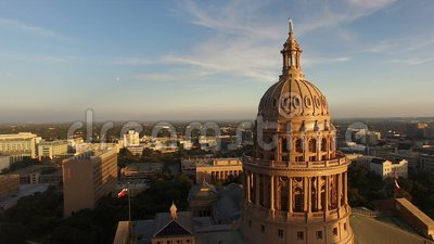 Flaggen fliegen Dämmerung Austin Texas Capital Building Motion stock video footage