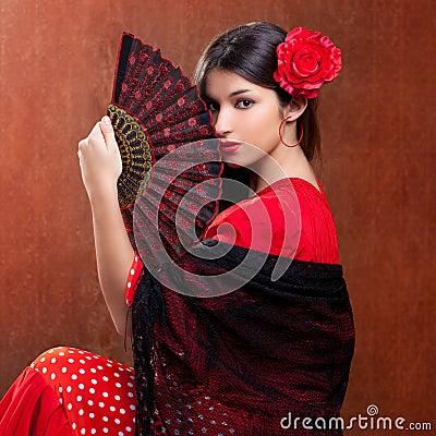 Flamenco tancerza kobiety czerwieni cygańskiej róży hiszpański fan
