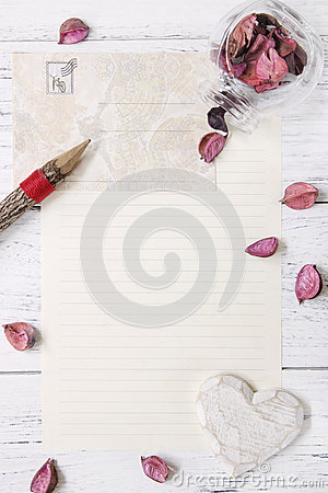 Free Flat Lay Stock Photography Purple Flower Petals Letter Envelope Royalty Free Stock Photography - 93137517