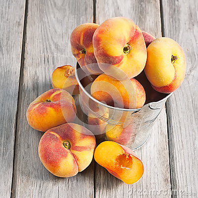 Free Flat Or Saturn Peaches Royalty Free Stock Photos - 41576038