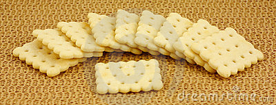 Flavored snack crackers