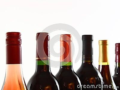 Flessen van diverse wijnenclose-up