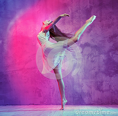 Free Flexible Young Ballet Dancer On The Dance Floor Stock Photos - 47351033
