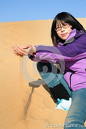 Flicka i öken