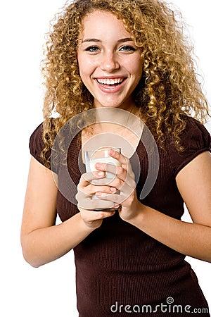 Flickan mjölkar