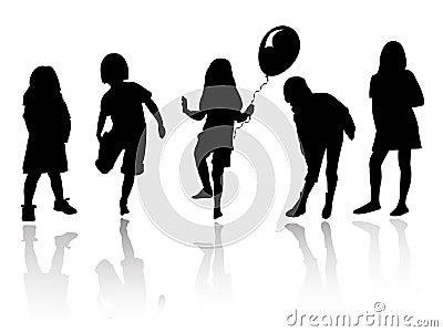 Flickor som leker silhouetten