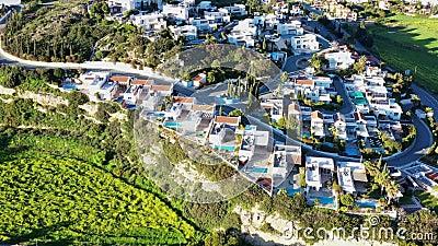 Fliegen ?ber Pissouri-Dorf Limassol-Bezirk, Zypern stock video