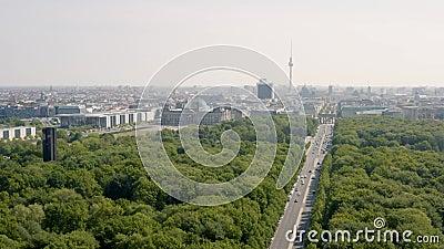 Fliegen ?ber Tiergarten stock footage