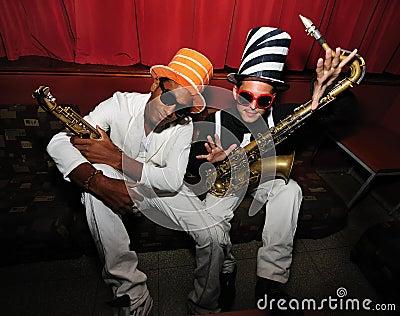 Flippige Musiker mit Saxophon
