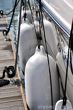 Floater and rope of yacht attach on dock
