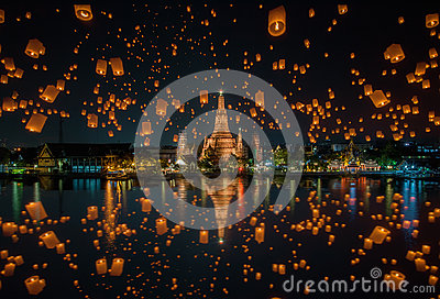 Floating lamp in yee peng festival at wat arun, Bangkok Stock Photo