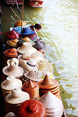 Floating market scene