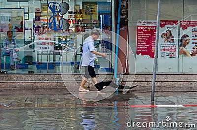 Flod i Bangkok 2012 Redaktionell Foto