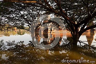 Floods Chaiwatthanaram Temple at Ayutthaya