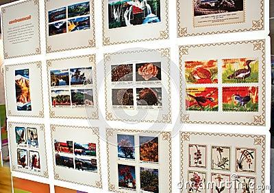 Flora colorida y fauna conmemoradas en sellos Imagen de archivo editorial