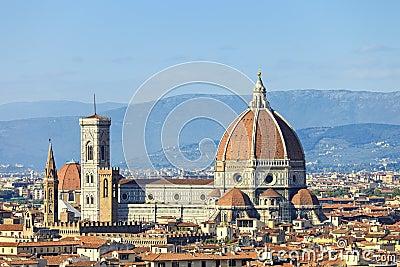 Florença, marco da catedral do domo. Opinião do panorama de Michelang
