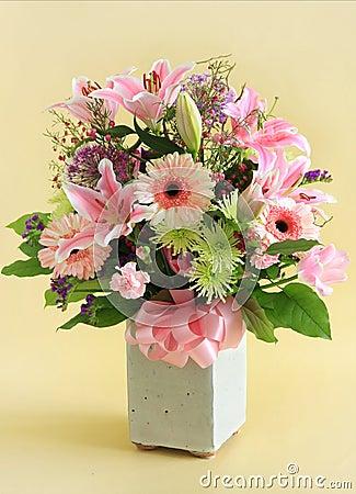 Free Flower Arrangement Royalty Free Stock Image - 14339326