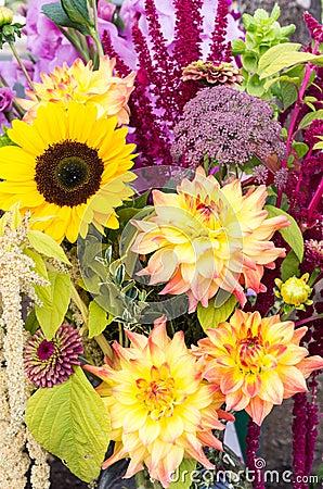 Flower arrangement with fresh flowers